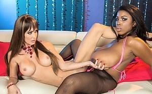Big Tits Lesbian Tribbing Porn Pictures
